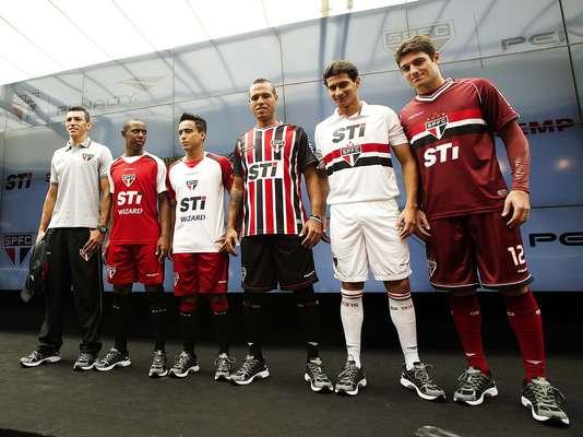 O São Paulo apresentou nesta quinta-feira os novos uniformes para a disputa da temporada 2013