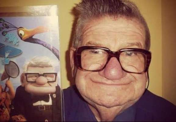 """En la web circulan muchos """"dobles reales"""" de los personajes de dibujos animados. Aquí tenemos al abuelo de la película """"Up""""."""