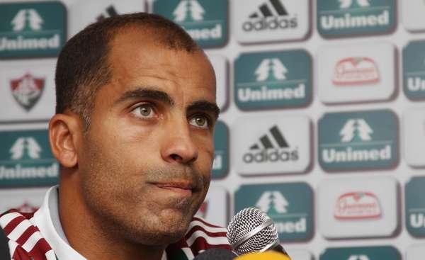 Meia e lateral esquerdo Felipe fala à imprensa durante apresentação como mais novo jogador do Fluminense, na manhã deste sábado