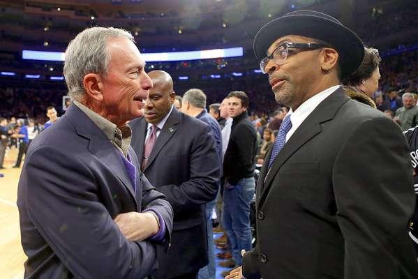 Nets vs. Knicks: El alcalde de Nueva York, Michael Bloomberg, habla con el cineasta Spike Lee previo al duelo.