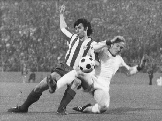 Bayern Munich ganó su primera Copa de Europa en 1974 al vencer al Atlético de Madrid 4-0. Ha sido la única final en que se han disputado dos partidos, el primero terminó con empate a un gol