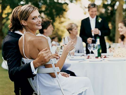 Además de más responsabilidades y el comienzo de una vida en común, el matrimonio también marca una etapa en la que las mujeres tienden a beber más, reporta el diario Daily Mail.