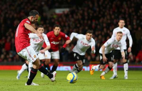 Ryan Giggs abrió la cuenta a temprana hora al transformar un penalti.