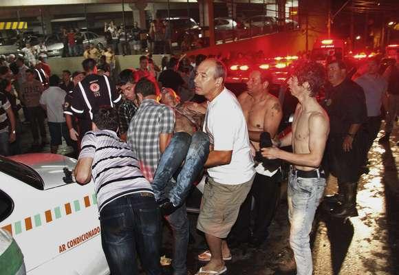 El alcalde de la ciudad brasileña de Santa María, Cezar Schirmer, decretó hoy luto oficial de treinta días por la tragedia ocurrida con el incendio de la discoteca Kiss, en el centro del municipio, que dejó al menos 232 muertos y 48 heridos.