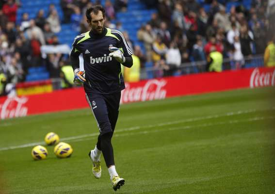 Real Madrid's new goalkeeper Diego Lopez leaves the pitch before their match against Getafe.