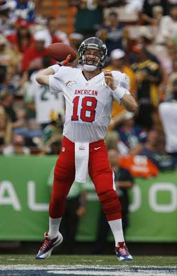 Denver Broncos quarterback Peyton Manning of the AFC passes the ball during the second quarter of the NFL Pro Bowl at Aloha Stadium in Honolulu, Hawaii January 27, 2013. REUTERS/Hugh Gentry (UNITED STATES - Tags: SPORT FOOTBALL)