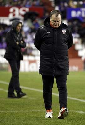 El emtrenador argentino del Athletic de Bilbao, Marcelo Bielsa, durante el partido de Liga ante el Real Valladolid que están disputando esta noche en el estadio municipal José Zorrila