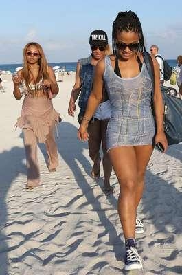 Christina Milian fue captada por los paparazzi en su llegada a una playa de Miami.