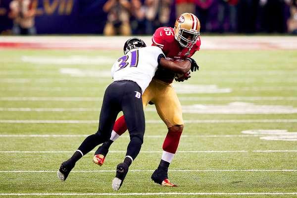 El quarterback Joe Flacco conectó un pase de touchdown de 13 yardas con Anquan Boldin para darle a los Cuervos de Baltimore la ventaja 7-3 sobre los 49ers de San Francisco tras el primer cuarto del Super Bowl XLVII.