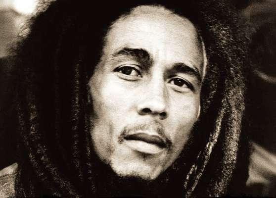 El 6 de febrero de 1945 nació Bob Marley, una de las más grandes estrellas que ha dado la música a través del tiempo. El músico y compositor jamaiquino, fallecido el 11 de mayo de 1981, se convirtió en toda una leyenda del reggae mundial con éxitos como 'I Shot the Sheriff', 'No Woman, No Cry', 'Jamming', 'Redemption Song', entre otros.