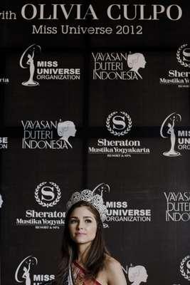 Miss Universo 2012, Olivia Culpo continúa con su travesía por el mundo durante su primer viaje real por Indonesia, donde además de una serie de actividades, entre las que se destacan sesiones fotográficas, innumerables ruedas de prensa, galas de caridad y compartir con la gente de la comunidad, también ha tenido la oportunidad de acompañar a la recién coronada Miss Universo Indonesia 2013, Whulandary Herman.