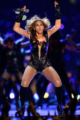 Todo comenzó porque el representante de Beyoncé pidió que no se usarán las fotos menos favorecedoras de la cantante durante su actuación en el Super Bowl XLVII. Entonces, los usuarios de internet respondieron transformando las imágenes de Beyoncé en curiosas reinterpretaciones, que convierten los gestos de la mujer de Jay-Z en cualquier cosa imaginable.