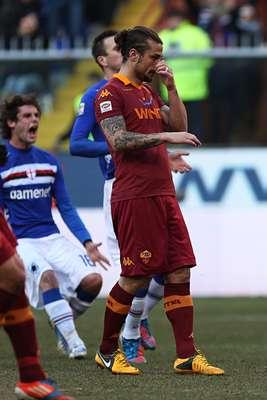 Sampdoria pudo soportar la presión de la Roma, a la que pudo contener y al final le pudo vencer por 3-1, para quedarse con los tres puntos en disputa, en acciones disputadas en la cancha del estadio Luigi Ferraris.