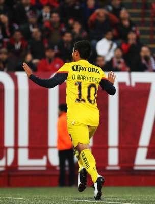 Osvaldo Martínez adelantó al América después de convertir un penalti.