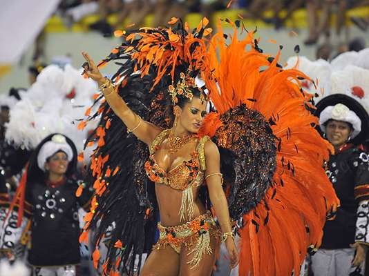 Brasil lives its carnaval intensely. The festive colors and accross the country overflow with fun, wilndess and sexuality that will last until next Tuesday.