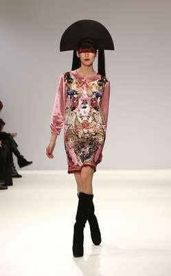 A semana de moda de Londres começou nesta sexta-feira (15) e, nas passarelas, são apresentadas as novidades para outono-inverno das principais grifes londrinas até o próximo dia 19