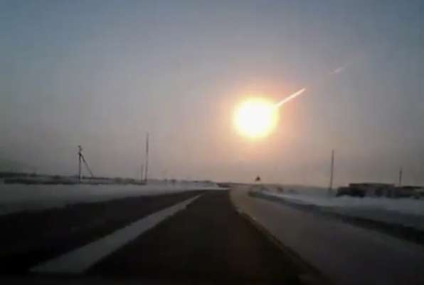 Several meteors fell from sky Friday morning in the southern Russian region of The Urals exploding violently and lighting up the sky as well crashing into walls and shattering windows. As expected the meteor shower created panic and resulted in the injury of about 400 people, several with serious injuries.