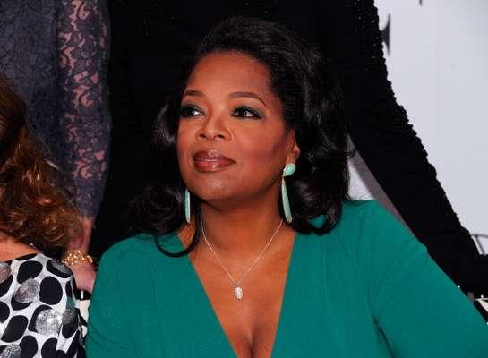Oprah Winfrey tuvo una infancia bastante complicada. Su abuela le hacía trajes con tela de sacos de papas y tal como lo cuenta, sus mascotas de aquellos años eran unas cucarachas.