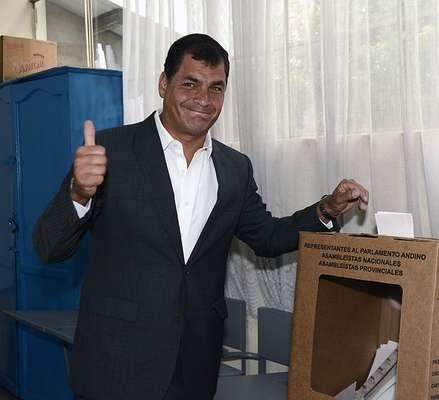 Aficionado al futbol con empedernida alma de Boy Scout, son algunas de las características del recién reelegido presiente de Ecuador, Rafael Correa. A continuación algunos otros datos para que los conozcas más a fondo.