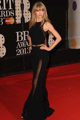 Las mujeres bellas que cautivaron la noche de los Brit Awards 2013 no perdieron la oportunidad de posar frente a las cámaras, como Taylor Swift, quien conmocionó con su llegada a esta entrega de premios celebrada en la O2 Arena de la ciudad de Londres.
