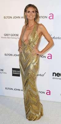 As festas Vanity Fair Oscar e Elton John AIDS Foundation receberam um time de celebridades após a 85ª premiação da Academia, na noite de domingo (24), em Hollywood, na Califórnia (EUA). Na foto, a modelo Heidi Klum exibe um decote ousado