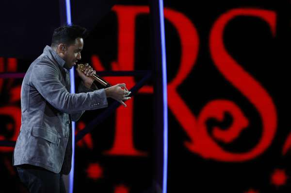 "Romeo Santos performs during the International Music Festival of Viña del Mar in Chile last night (February 25). The King of Bachata was all smiles singing hits from this solo album, ""Formula 1"" and Aventura's hits like ""Obsesión"" at the festival where he made the ladies scream and the stage light ablaze!"
