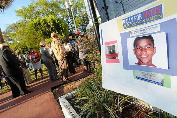 La muerte de Trayvon Martin, un adolescente negro desarmado, por el disparo de un vigilante voluntario en EE.UU. cumple mañana un año con la celebración de vigilias y concentraciones que lo recuerdan y piden justicia por este caso marcado con acusaciones de tinte racial.