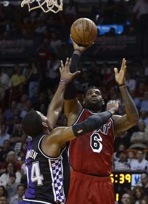 Miami Heat's LeBron James (R) is defended by Sacramento Kings' Jason Thompson (L) during the first half of their NBA basketball game in Miami, Florida, February 26, 2013. REUTERS/Rhona Wise