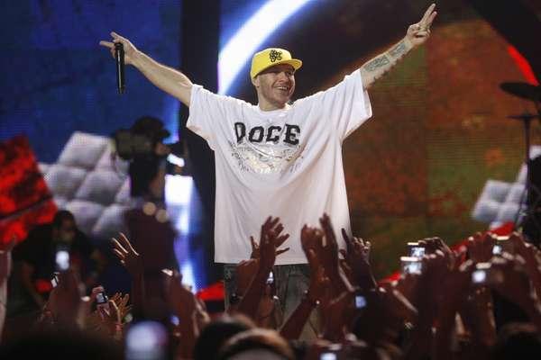 O músico Chorão, vocalista da banda Charlie Brown Jr, foi encontrado morto, em casa, no bairro de Pinheiros, na zona oeste de São Paulo, na madrugada do dia 6de março de 2012