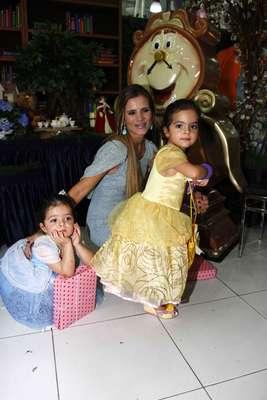 O cantor Luciano, da dupla com Zezé Di Camargo, comemorou o aniversário de três anos das filhas gêmeas, Isabella e Helena, na quarta-feira (6), em um bufê em Moema, na zona sul de São Paulo. Fruto de seu casamento com Flávia, as meninas completaram mais um ano de vida em 24 de fevereiro