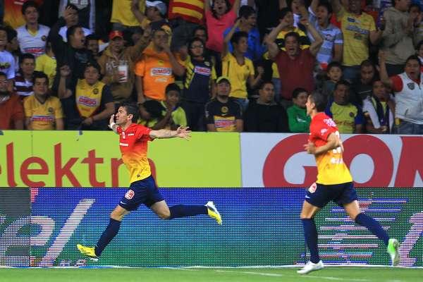 Con un cetero cabezazo, Héctor Mancilla dio ventaja a Monarcas apenas a los 52 segundos de iniciada la contienda.