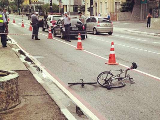 10 de março - Bicicleta foi encontrada na ciclofaixa, segundo a CET