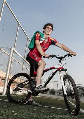 Antonio Briseño nació el 5 de febrero de 1994 en Guadalajara, Jalisco. Es la gran promesa de la defensa central mexicana.