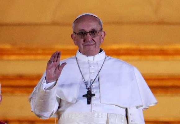 El nuevo papa y sucesor de Benedicto XVI es el argentino, de origen piamontés, Jorge Mario Bergoglio, quien ha decidido tomar el nombre de Francisco I como homenaje a San Francisco de Asís.