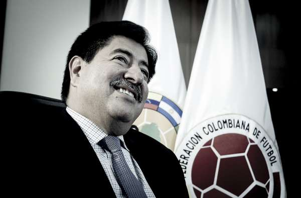 Luis Bedoya, presidente de la Federación Colombiana de Fútbol, podría devolver al país la sensación de ir a un Mundial de fútbol en Brasil 2014. Está a 9 puntos de conseguirlo y tiene 4 partidos por jugar en Barranquilla.