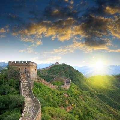 Durante o período da Páscoa, na China comemora-se o Ching Ming, época de visitar os túmulos dos ancestrais e deixar oferendas como agradecimento, além de pedido de proteção