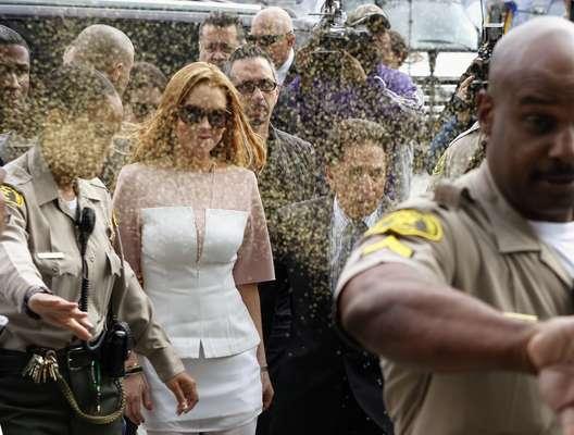 Como una estrella de rock llegó Lindsay Lohan esta mañana a la corte