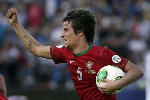 Coentrao salvó a Portugal de la desgracia con un gol en el minuto 90 ante Israel. El duelo quedó 3-3.