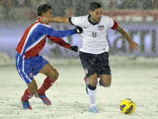 Bajo una fuerte nevada en Denver, Colorado, Estados Unidos y Costa Rica disputaron su juego correspondiente a la segunda fecha de la eliminatoria de la Concacaf.