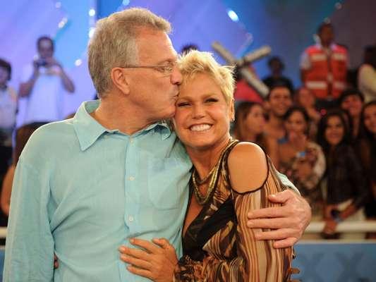 A apresentadora Xuxa Meneghel comemorou seu aniversário de 50 anos em um especial do 'TV Xuxa' gravado nesta segunda-feira (25), no Rio de Janeiro. Com convidados como o jornalista Pedro Bial, a atração vai ao ar no próximo sábado (30), na TV Globo