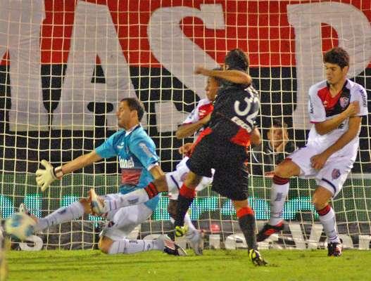 Todos juegan para Lanús, Colón le ganó a Newell's por 2-1