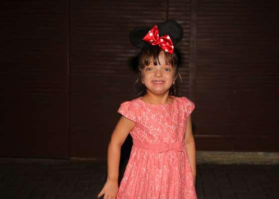 Rafa Justus e Ticiane Pinheiro e a cantora Wanessa prestigiaram o aniversário de três anos de Maria Alice, filha de Ronaldo e Bia Antony. A comemoração aconteceu neste sábado (6), em São Paulo. A mãe do ex-jogador também foi clicada deixando a festa