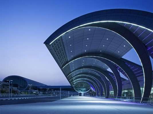 Dubái pareciera no tener límites. Si sus destinos ya de por sí son alucinantes, ¿por qué su aeropuerto no habría de serlo?