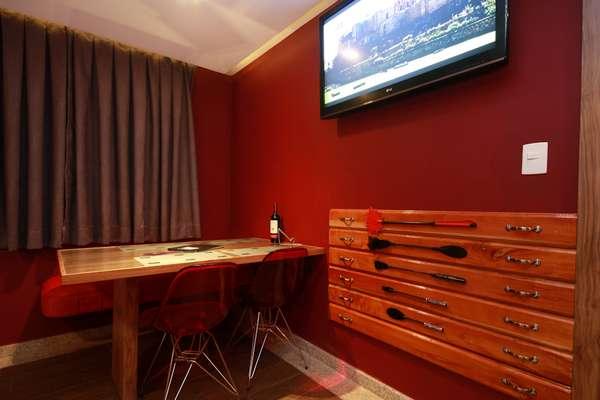 O Motel Classe A, em São Paulo criou uma suíte inspirada no livro 50 Tons de Cinza