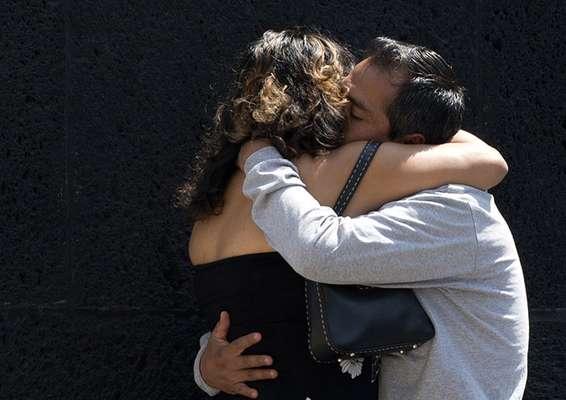 Amorosos y apasionados, así fueron los besos con los que la gente alrededor del mundo festejó alrededor del mundo el Día Internacional del Beso.