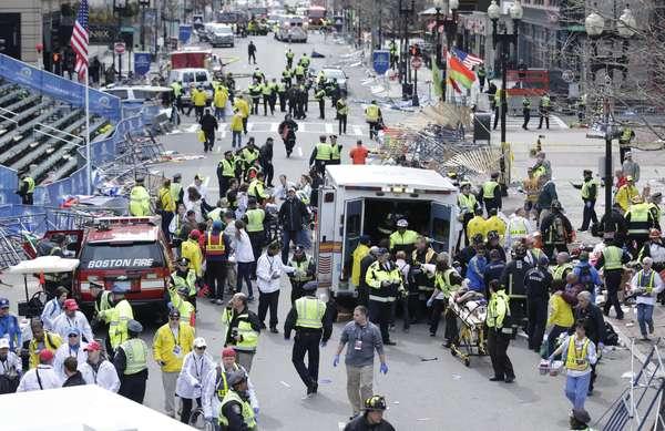 Terror y caos se vive en Boston tras registrarse dos explosiones durante la celebración de la 117 edición del maratón.