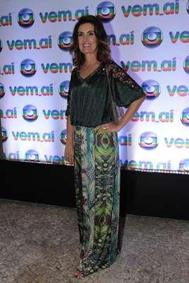 A jornalista Fátima Bernardes, 50, tem usado looks segundo as principais propostas da moda, mas não exagera nos decotes nem nos comprimentos