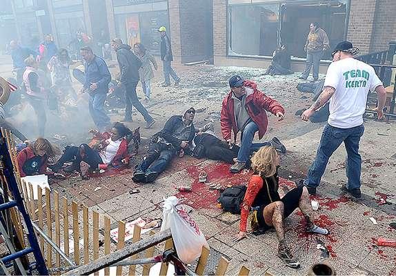 Boston se vio sacudidoel lunes 15 de abril por tresexplosiones, dosellas duranteel tradicionalMaratón de la ciudad. Este acto constituyeel primer ataque en suelo norteamericano desde la tragedia del martes 11 de septiembre de 2001... y la psicosis parece haberse apoderado nuevamente del pueblo estadounidense.