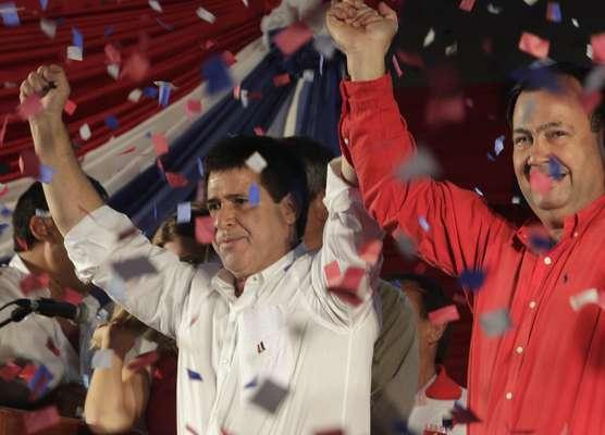 O candidato do Partido Colorado, Horacio Cartes, comemora a vitória nas urnas. O empresário de 56 anos foi eleito presidente do Paraguai