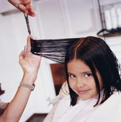 Los cortes de cabello rectos y medianos, un poco debajo de la barbilla, son ideales para rostros redondos y cabello lacio. Afinan las facciones y se acomodan con facilidad.